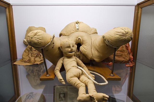 """¨La máquina"""" para practicar partos de Madame du Coudray"""